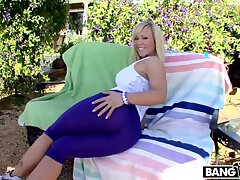 Hot Milf Go off at a tangent Can't Thumb one's nose at A Cock w/ Austin Taylor
