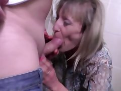 Pissing mom gets fucked surrounding throughout will not hear of wet holes