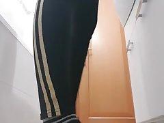 Spy cam: troietta italiana si masturba in all directions doccia, sbava e lecca il muro
