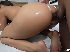 Big bottomed babe Kendra Spade gets her anus fucked and holed after blowjob session