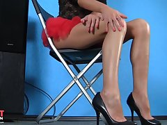 young skinny leggy blonde posing solo on webcam